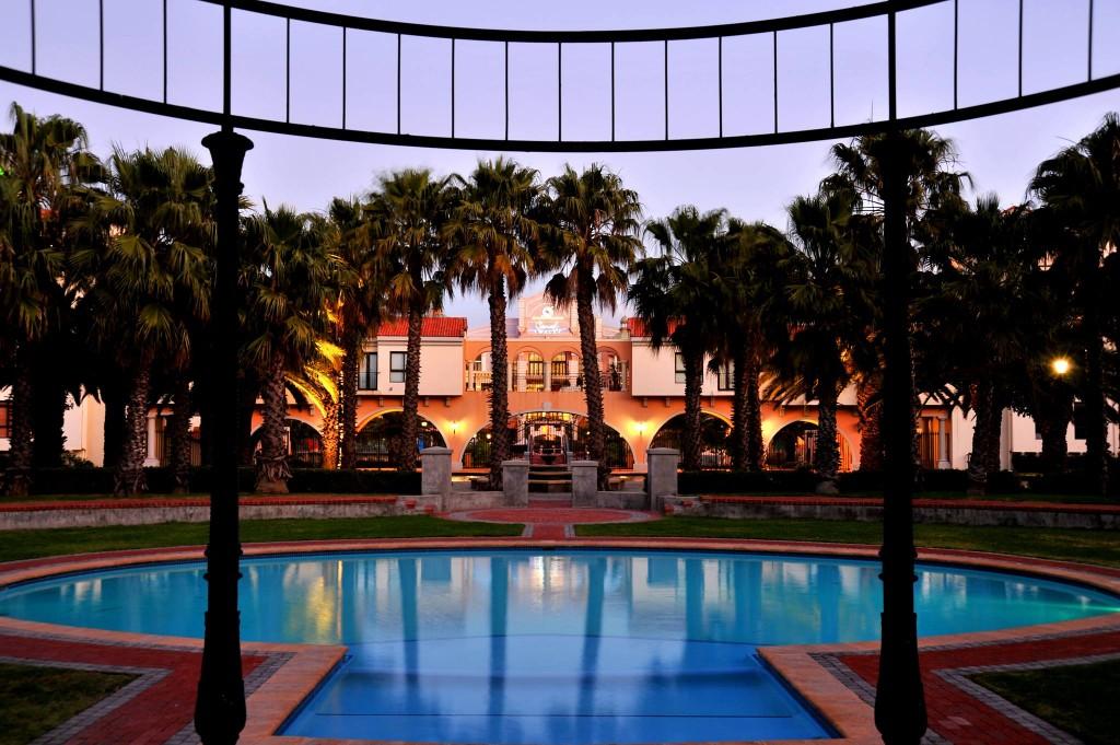 Island Club Hotel